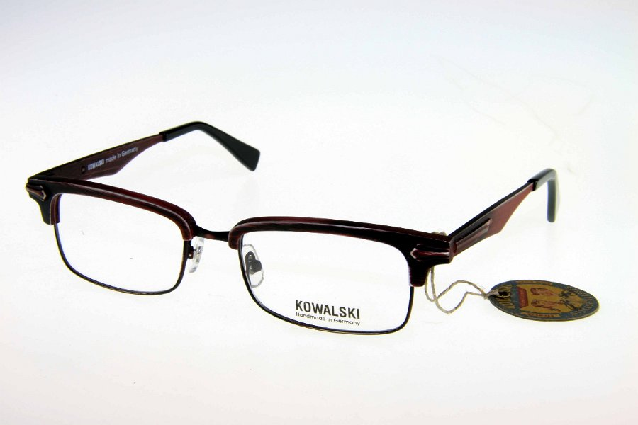 model ma kowalski eyewear